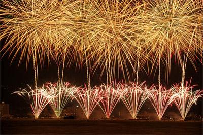 諏訪湖の花火はとにかく大迫力で美しく、心と身体に響く素晴らしさ